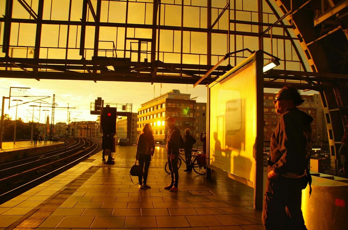Sonnenuntergang Alexanderplatz | Foto Ron Kirchner