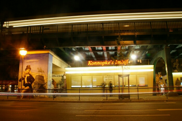 Konnopke Currywurst Berlin Foto Ron Kirchner