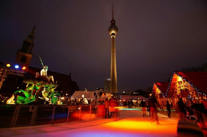 Weihnachtsmarkt Berlin Neptunbrunnen Ron Kirchner